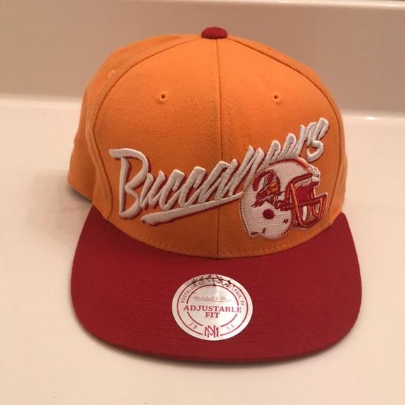 16c5e37ba Vintage Tampa Bay Buccaneers SnapBack (Orange/Red)